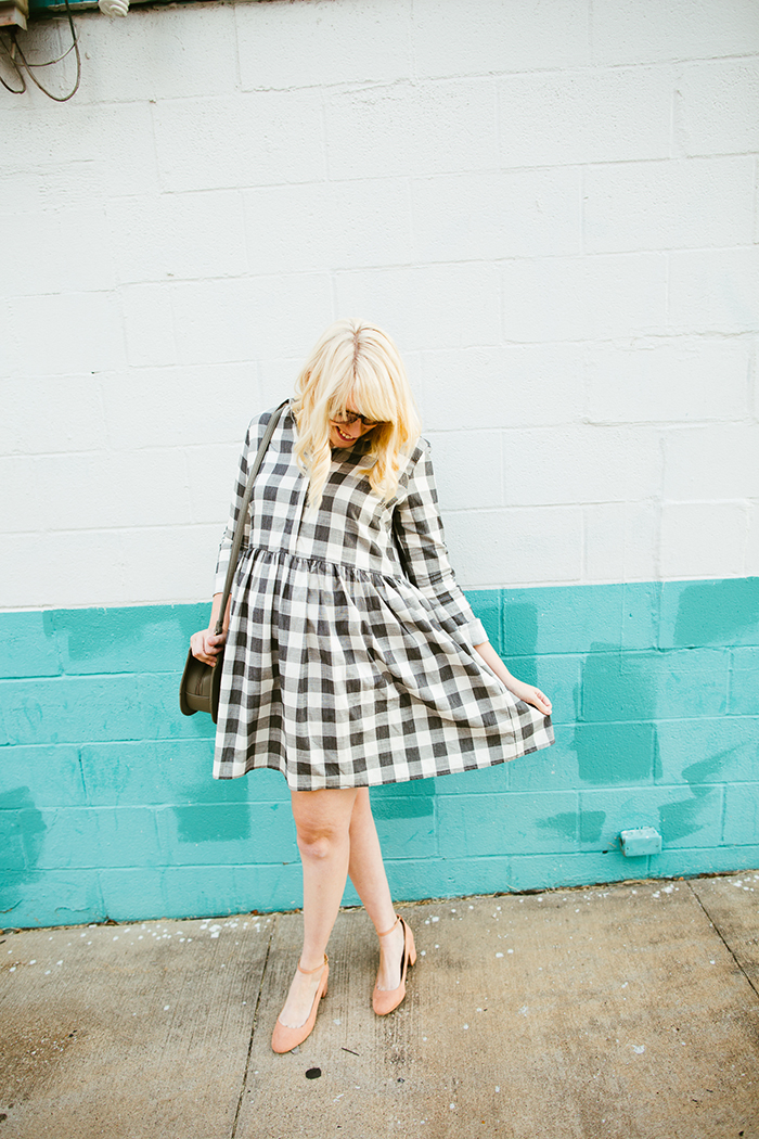 writes like a girl asos gingham smock dress blush block heels9