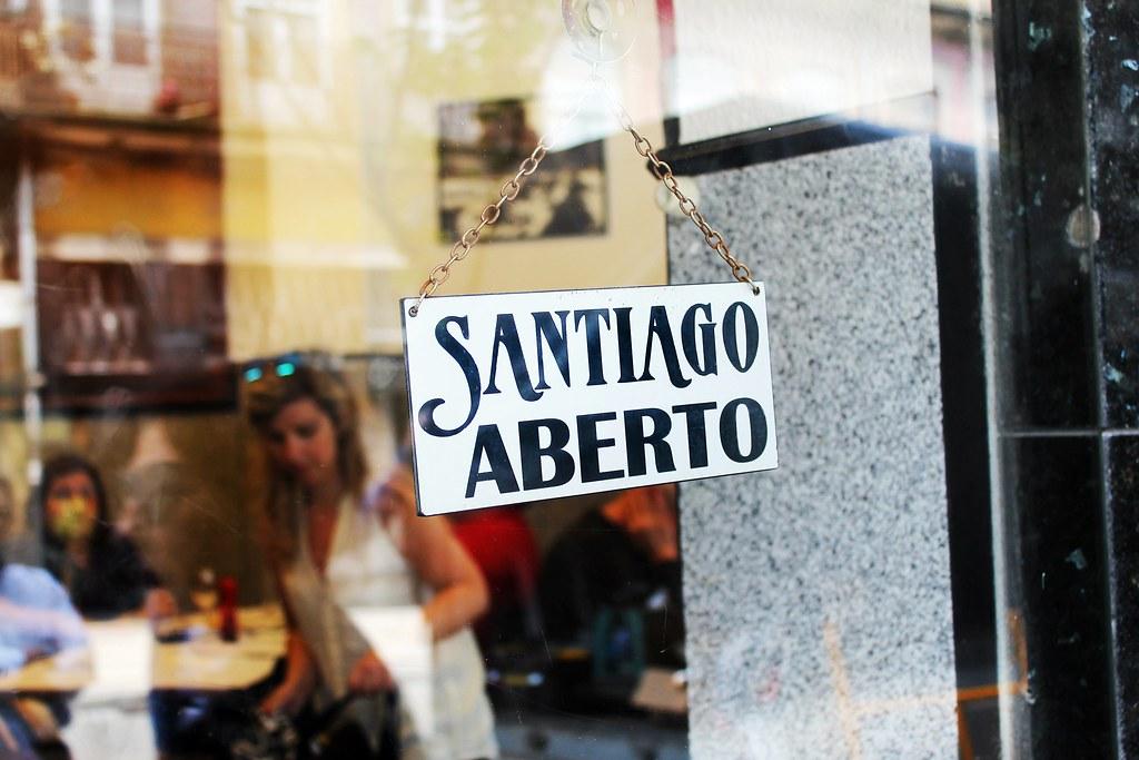 Roteiro do Porto: da Baixa Portuense ao Centro Histórico - Francesinhas do Café Santiago