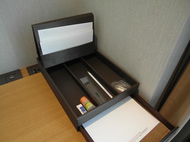 書桌準備了豐富文具@台中日月千禧酒店