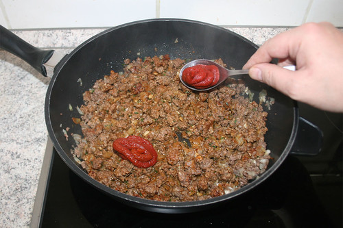 30 - Tomatenmark hinzufügen / Add tomato puree