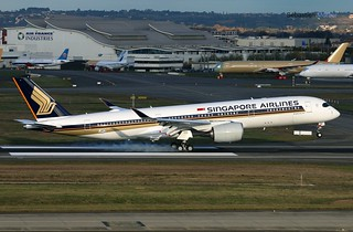 350.941 SINGAPORE AIRLINES F-WZFM 062 TO 9V-SMG 17 11 16 TLS
