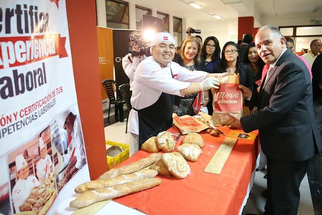 23.11.2016 MTPE inauguró evento Perú Certifica