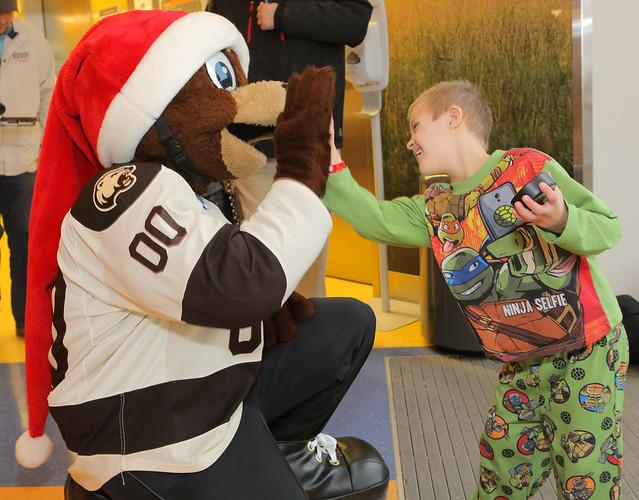 Hershey Bears visit Penn State Children's Hospital (12/13/16)