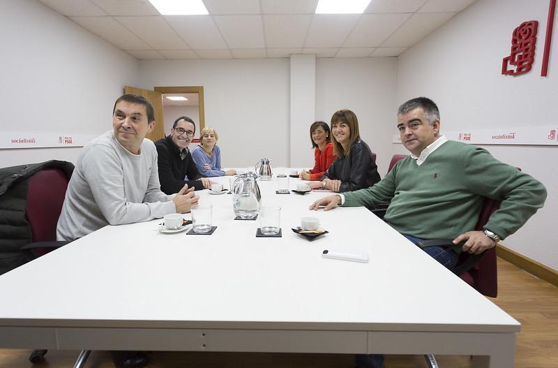 Reunión entre PSE-EE y Bildu