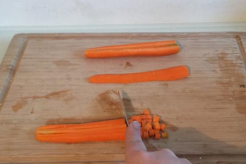 23 - Möhre würfeln / Dice carrot