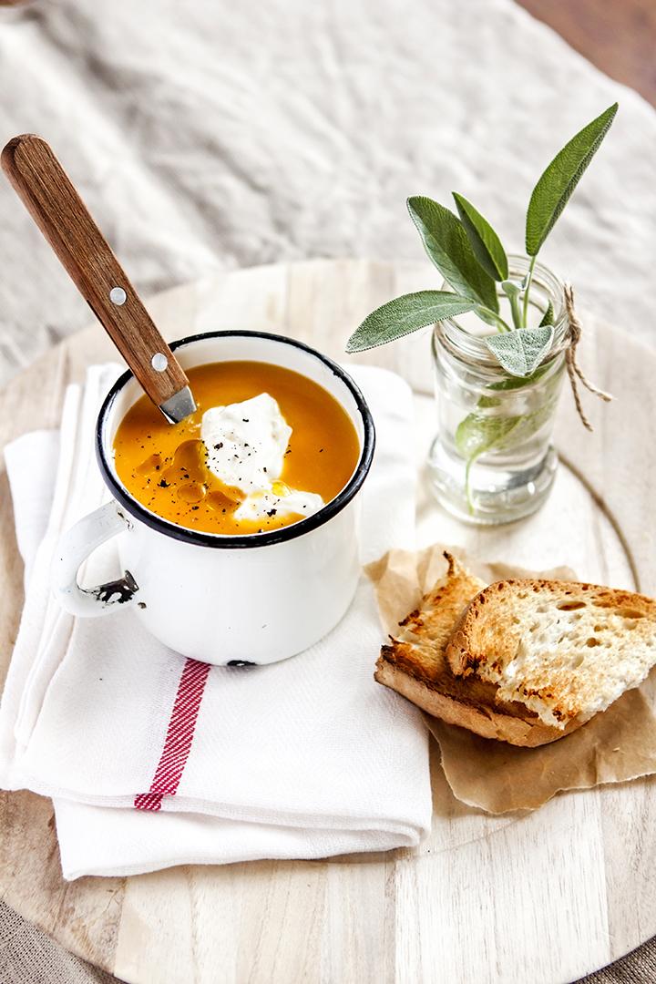 тиквена крем супа със салвия