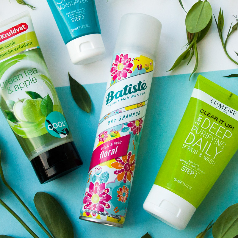 Watsons beauty box - Batiste Dry Shampoo Bright and Lively Floral Essences, Lumene Clear it up, Kruidvat Douche Scrubs