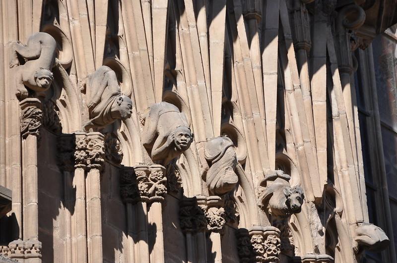 Barcelona. Catedral. Porta de Sant Iu. Criatures monstruoses. Detall