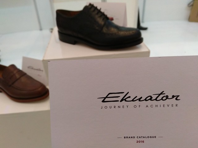 Ekuator Sepatu Indonesia