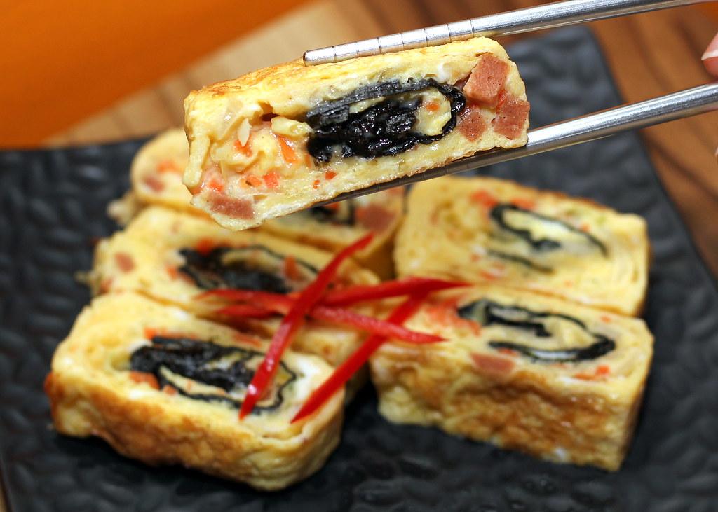 the-boneless-kitchen-vegetarian-egg-roll