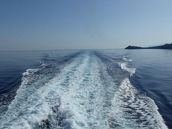 traînée d'écume dans les Cyclades
