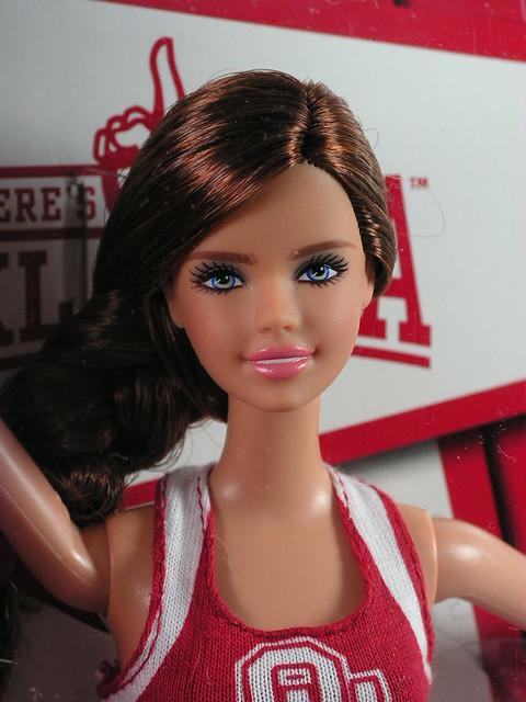 2012 Barbie University of Oklahoma Tori X9205 Indonesia (1)