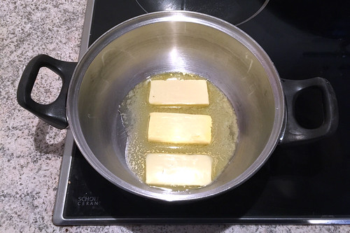 46 - Butter in Topf schmelzen / Melt butter in pot