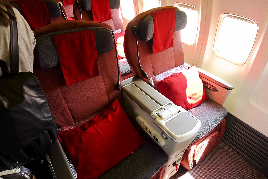Business class seats on GA 737-800