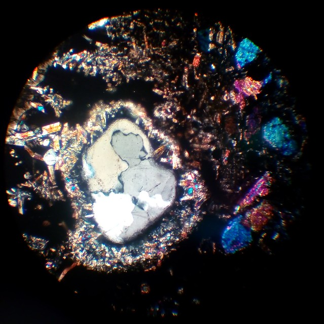 Quartz filled cavity near olivine in ultrabasic magmatite (30 µm thin section, XPL)
