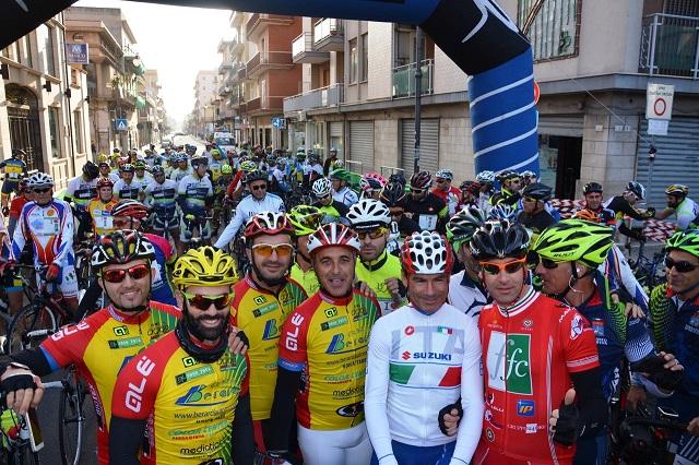 Noicattaro. Manifestazione ciclistica intero