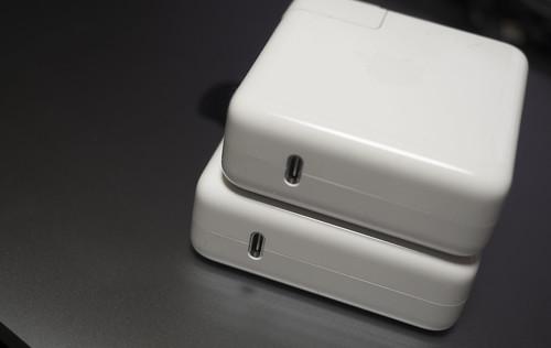 Apple 61W USB-C電源アダプタ_02