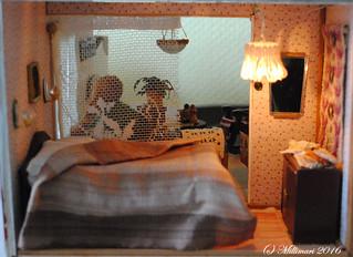 Makuuhuone valaistuna