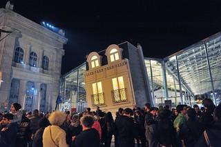 Nuit blanche paris 2015 leandro erlich maison fond flickr for Maison blanche boite de nuit paris
