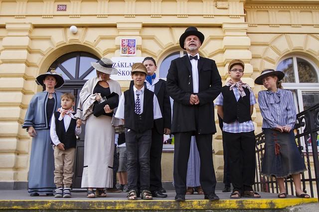 130 let školy - slavnostní nástup