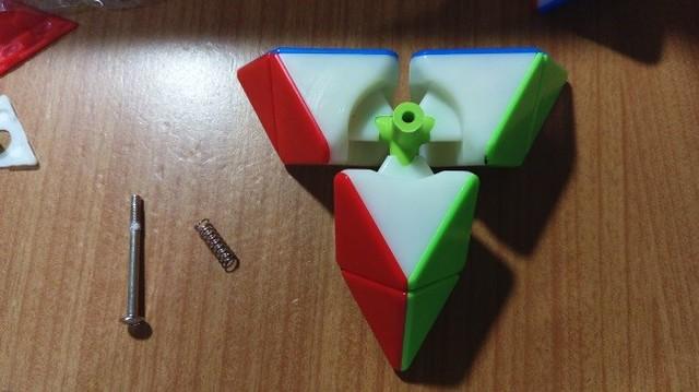 魔方格磁力金字塔-鈴塔螺絲中心