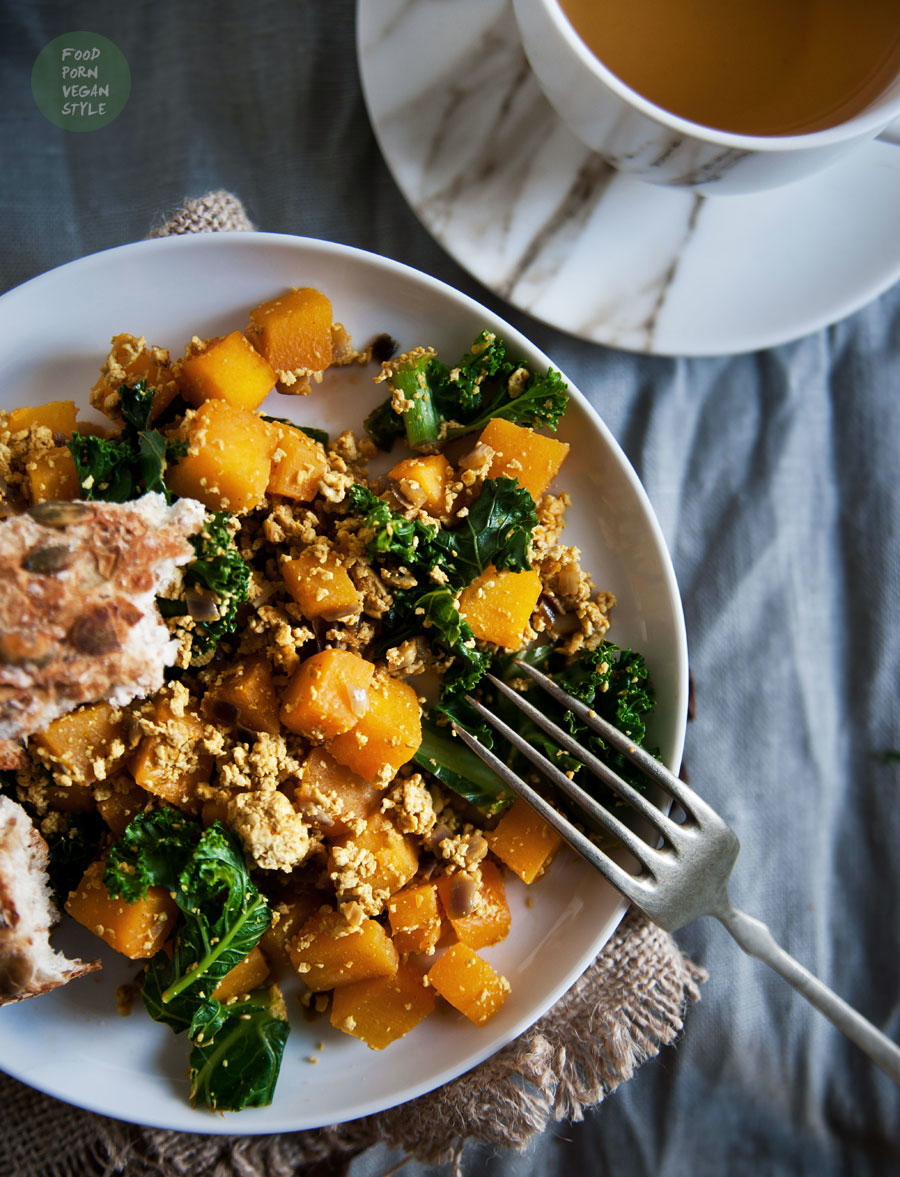 Tofu scramble with pumpkin and kale
