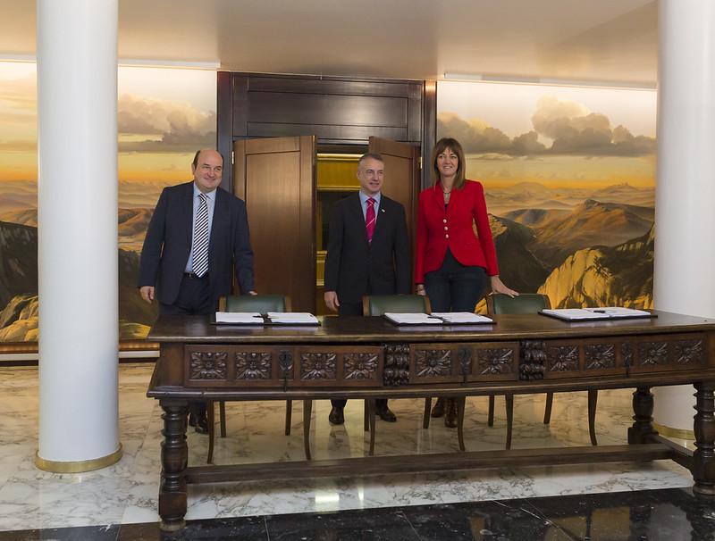 Acuerdo de gobierno entre PSE-EE y EAJ-PNV