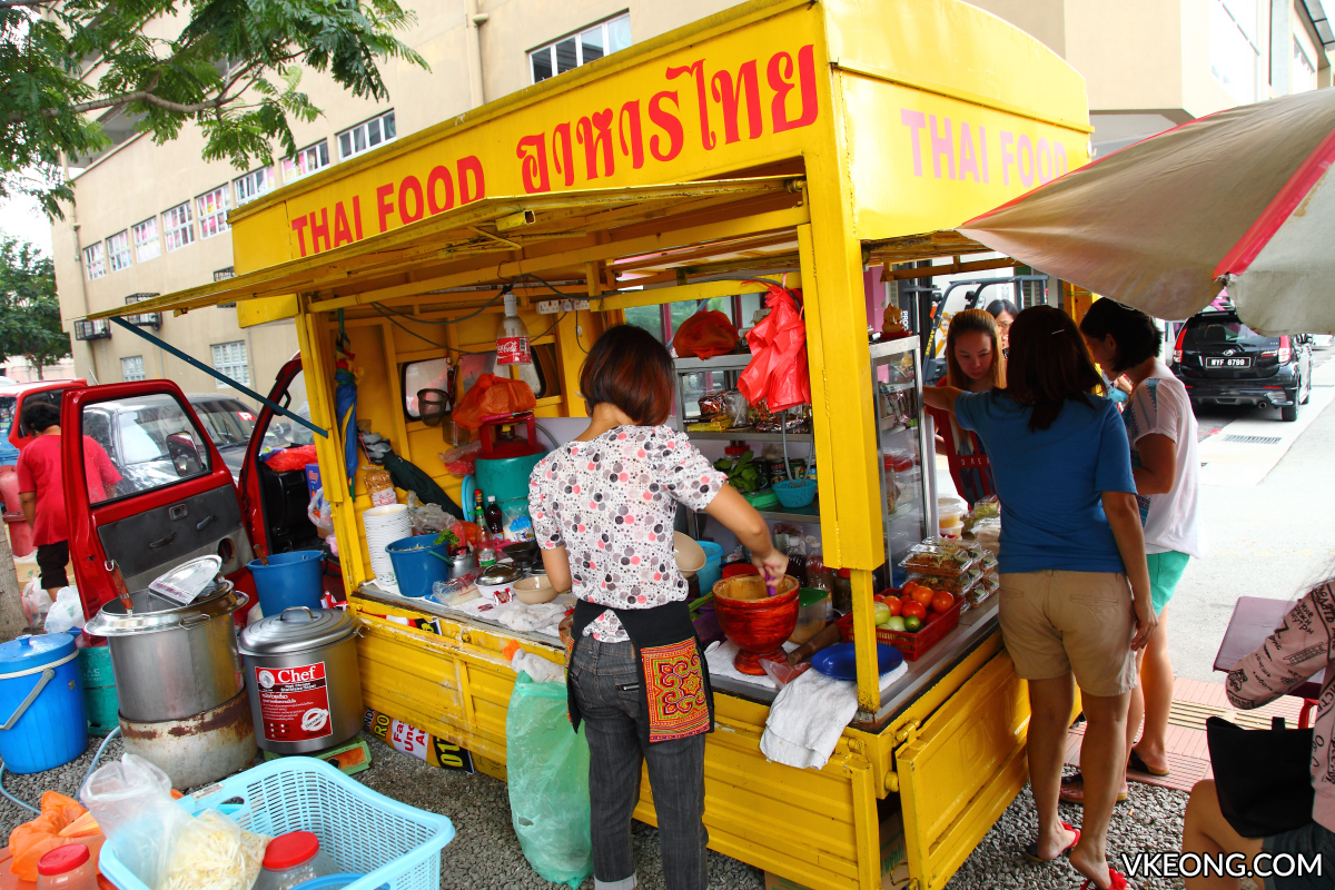 Yellow Thai Food Truck Kepong