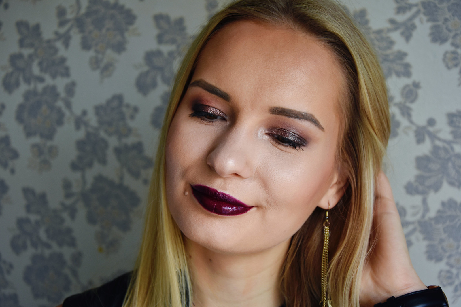 Dark lips makeup look