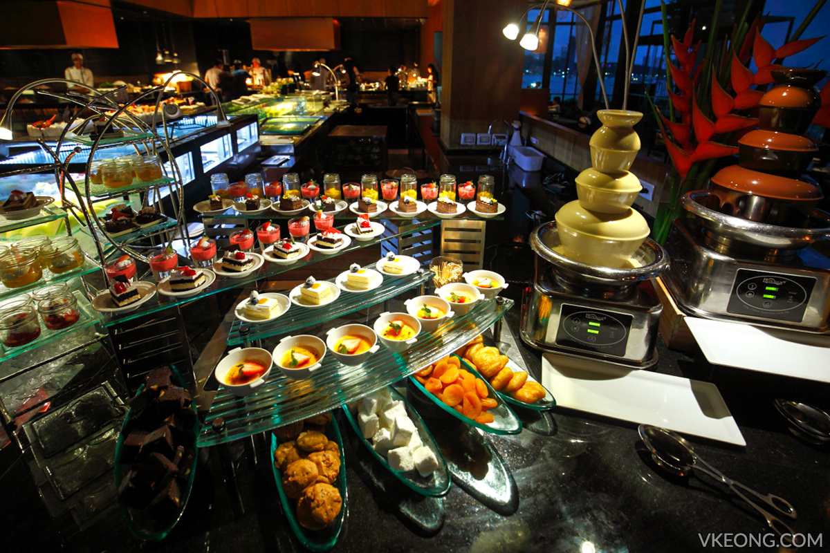 Edge Hilton Pattaya Buffet Cakes and Desserts