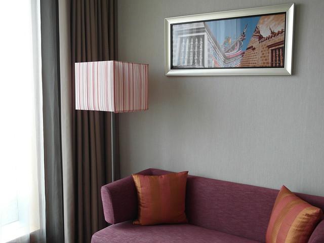 牆上掛的畫是當地特色建築物@台中日月千禧酒店