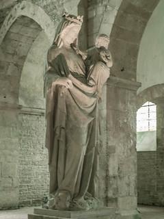 Madonnenstatue, 13. Jh., in der Abbaye de Fontenay