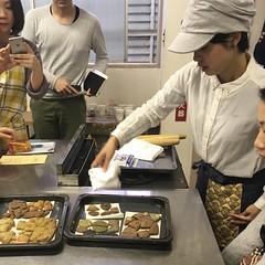 #自分ドッキー を取り出す、ヤミラ先生(下島綾美さん)http://www.shibuya-univ.net/classes/detail/1211/