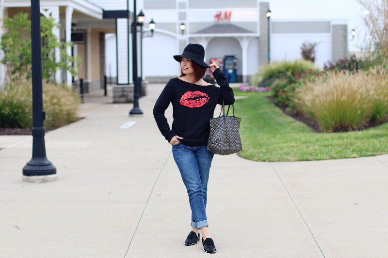 kiss-lips-sweater-rosewholesale-jeans-studded-flats-1