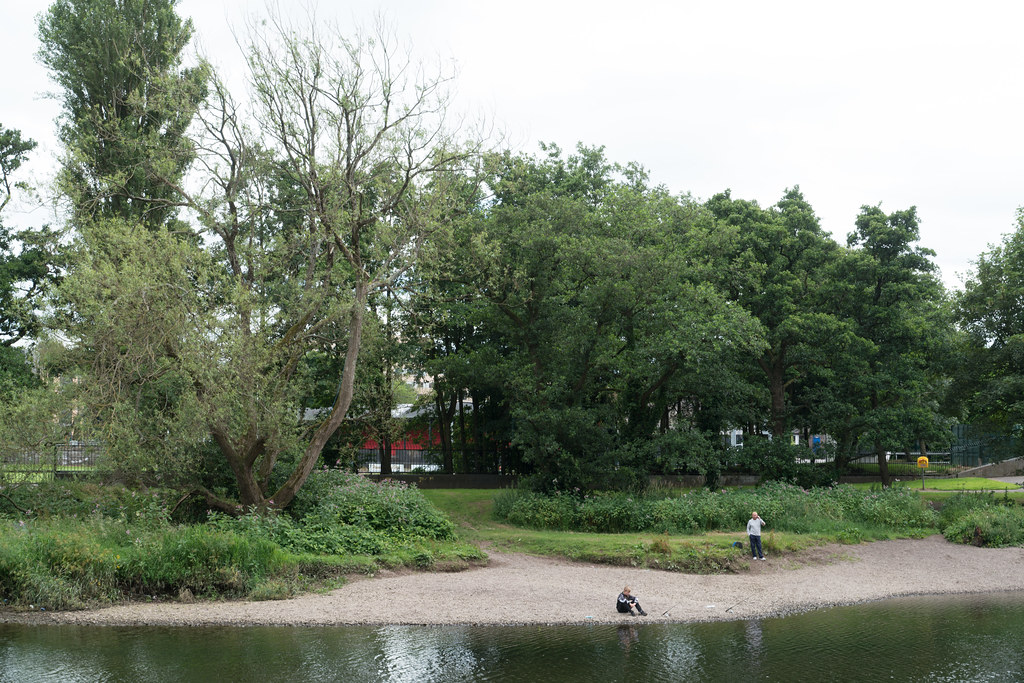 FISHING ON THE RIVER LEE [NEAR THE THOMAS DAVIS BRIDGE]-122429
