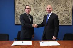 02/11/2016 - Eroski y la Facultad de Ingeniería de Deusto firman un convenio de colaboración tecnológica