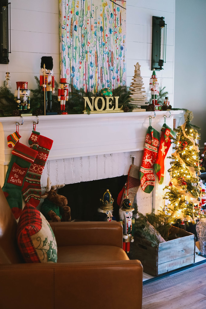 Christmas Mantle Decorating | Traditional Modern |Transitional Christmas Living Room Decor | Holiday Decorations