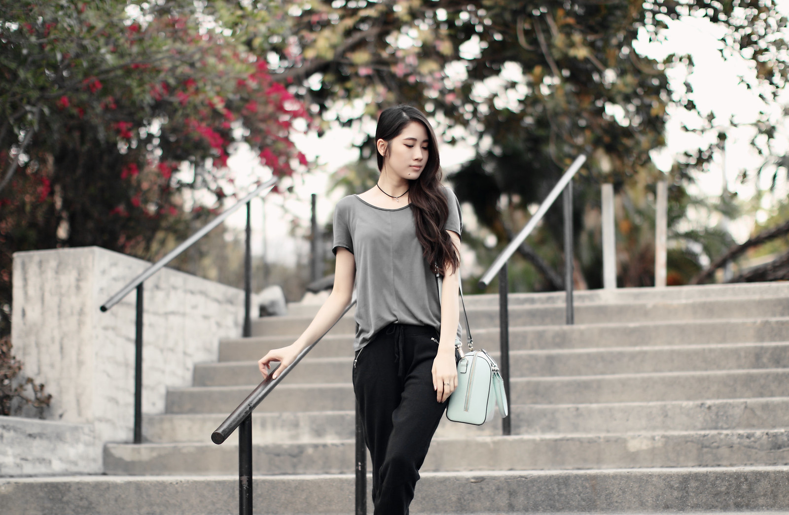 1232-clothestoyouuu-ootd-fashion-sportychic-athleisure-criss-cross-draped-back-tee-abercrombie-hollister