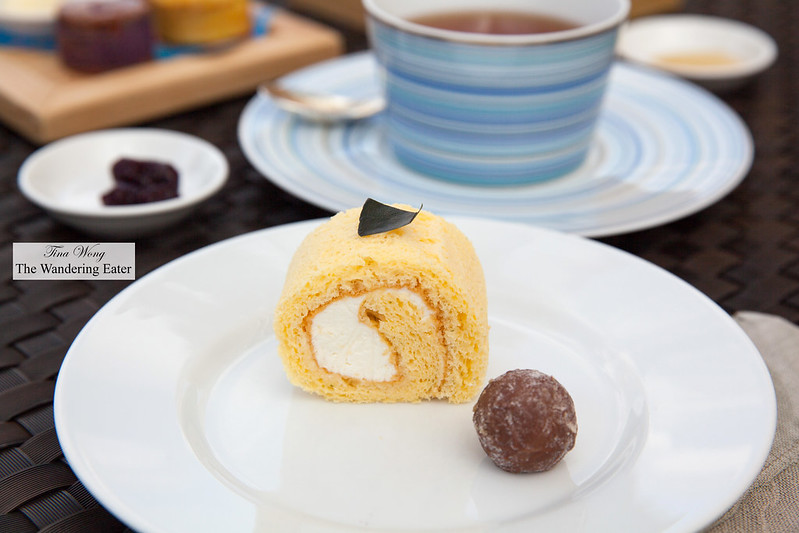 Okinawa lemon scented Swiss cake roll, chocolate