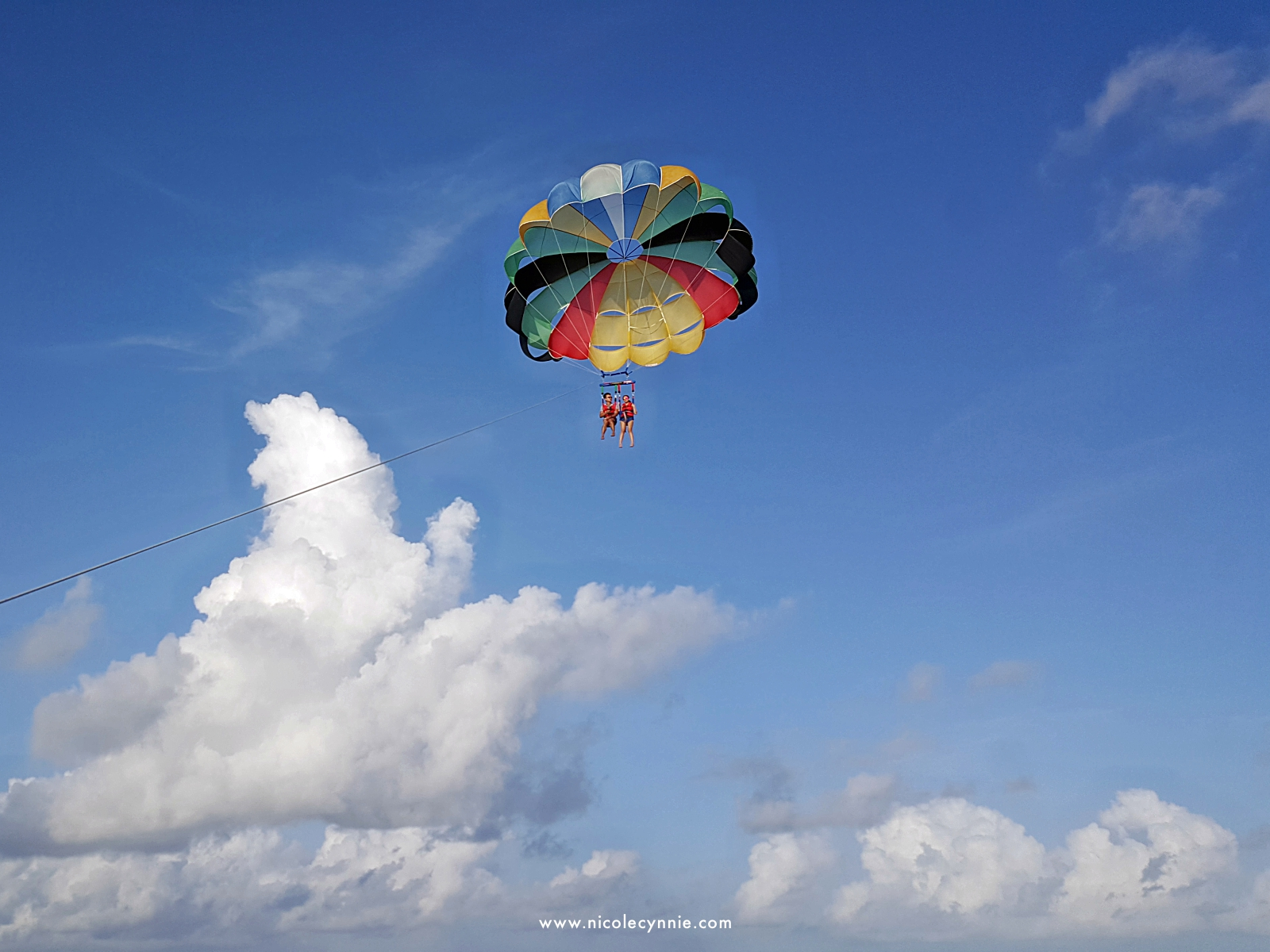 Nicole Cynnie | Parasailing @ Maafushi Island 4