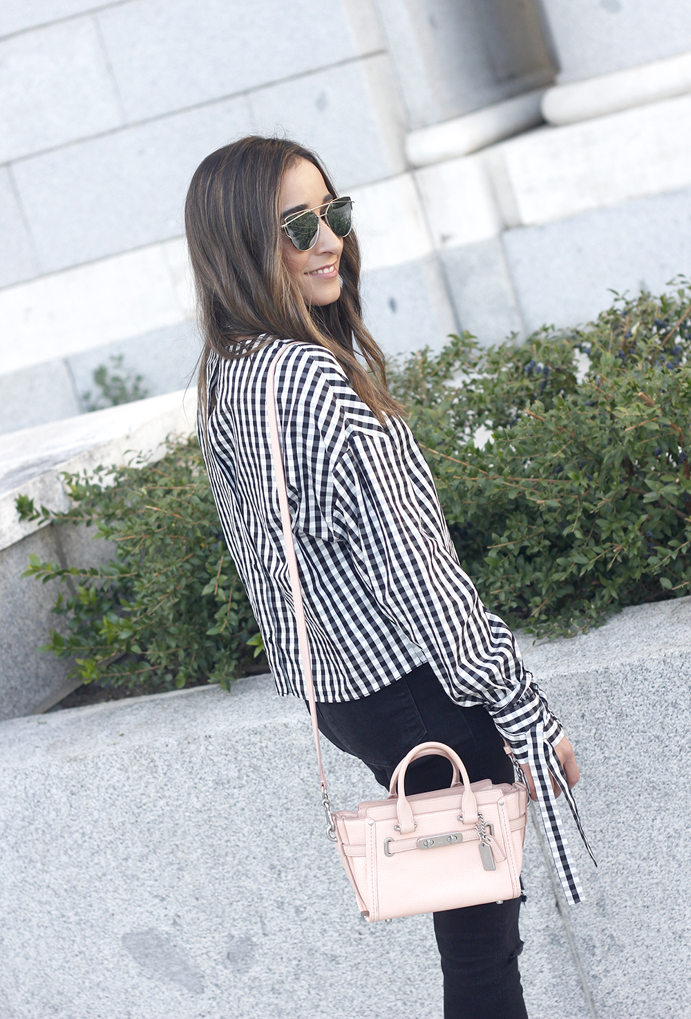 vichy shirt black ripped jeans black heels coach bag accessories outfit style fashion15