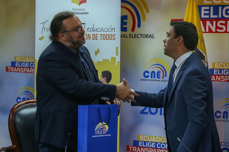 Firma de convenio interinstitucional MINEDUC - CNE