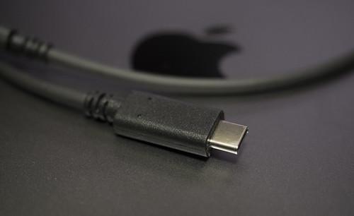 Apple 61W USB-C電源アダプタ_05