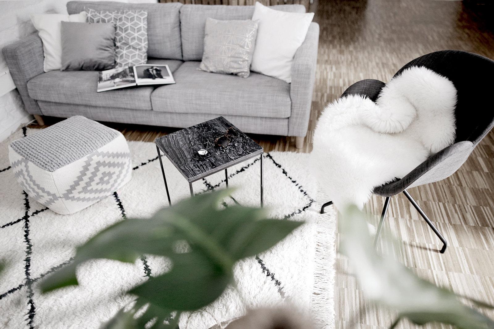 home interior loft loftlife loftliving home&living interior interiordesign decor styling lifestyle lifestyleblogger raum.freunde contour chair couch scandi design scandinavian moroccan beni ourain rug living-room minimal cats & dogs ricarda schernus 2