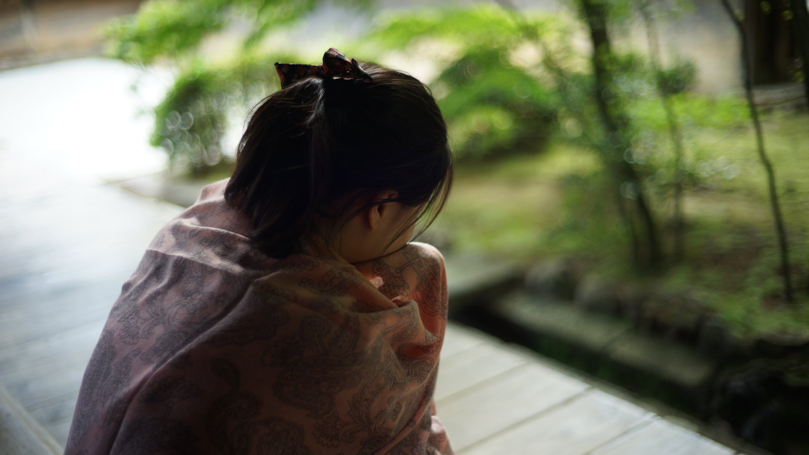 Sad girl at the Zen Garden. #Kyoto #japan15 #SonyA7 #Voigtlander40mm #ryoanji