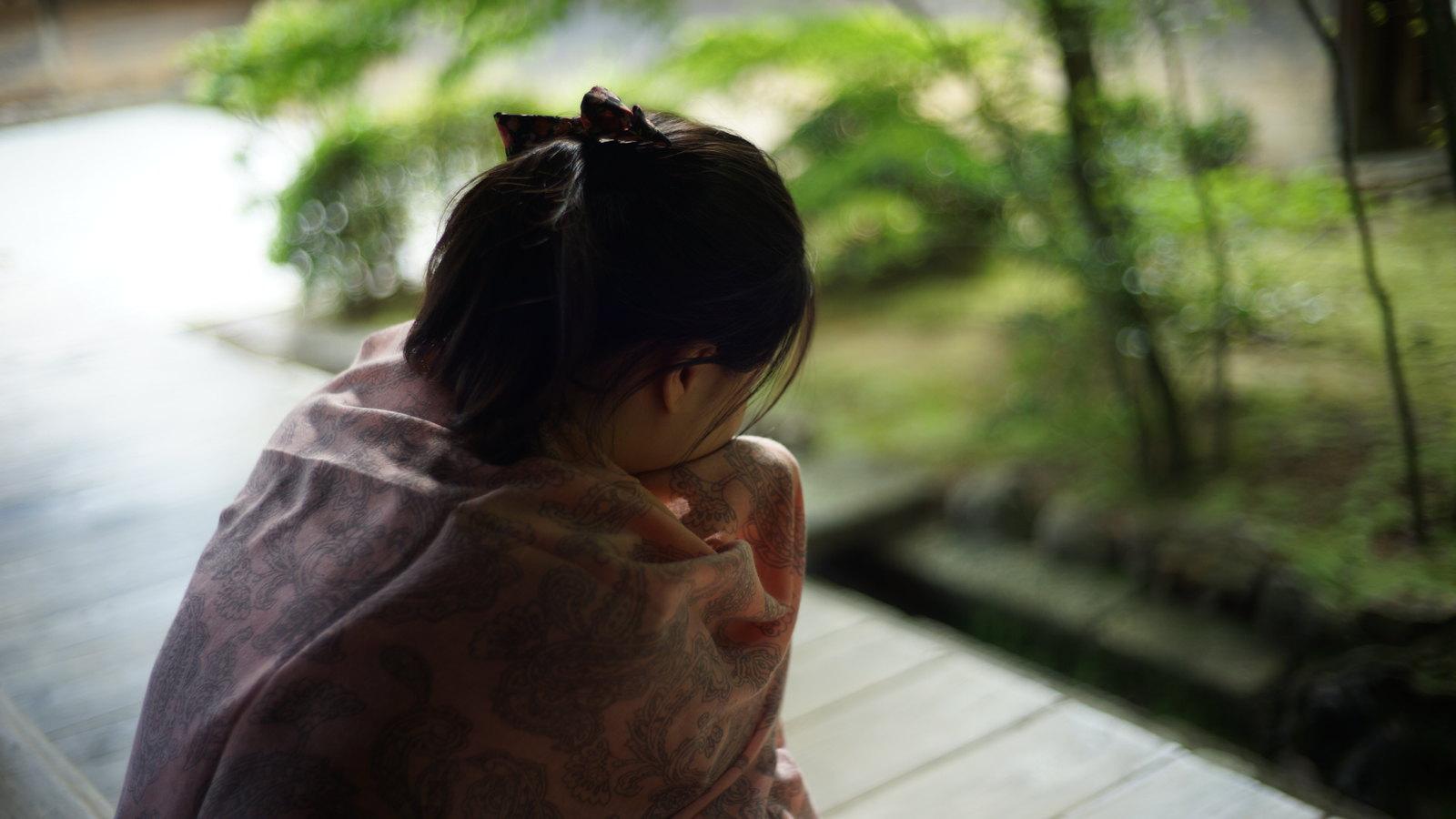 Sad girl at the Zen Garden. #Kyoto #japan15 #SonyA7 #Voigtlander40mm #ryoanji