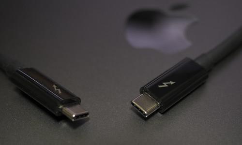 Apple 61W USB-C電源アダプタ_04