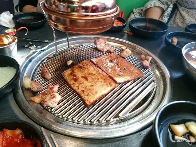 Grilled pork skin