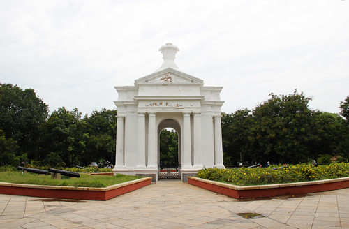 The Aayi Mandapam or the Park Memorial was erected in Aayi's memory during the rule of French monarch Napoleon III.