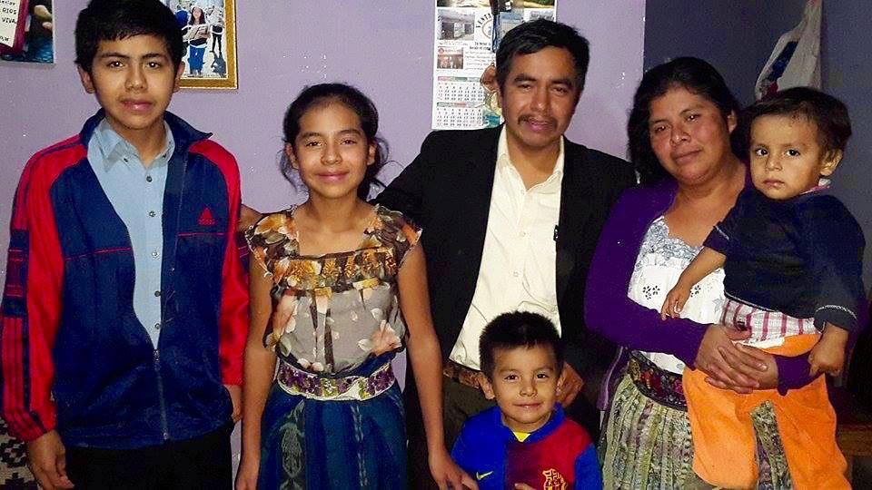 Miriam Josefa Ajcac Bay y familia